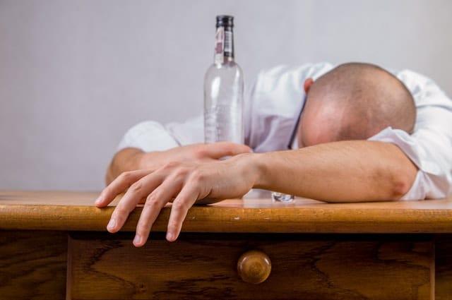 Behauptung Alkoholiker
