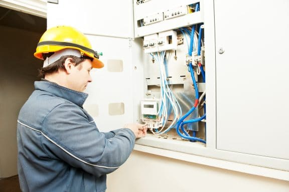 Stromlieferungsvertrag in Mehrparteienhaus – Wer ist Vertragspartner?