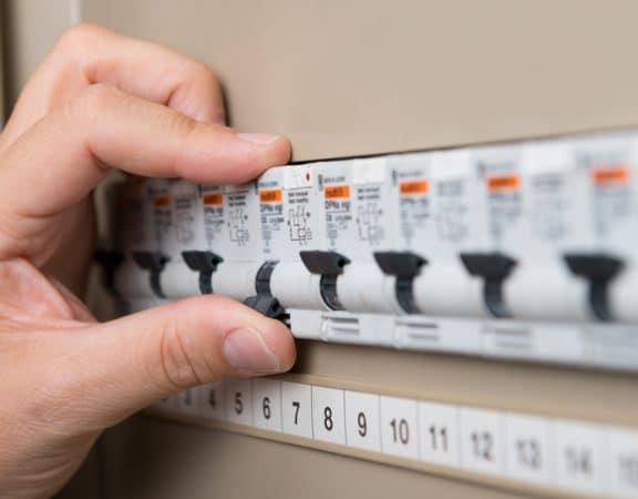 Widerspruch gegen Mieterhöhung rechtfertigt kein Abschalten von Licht, Wasser und Fernsehempfang