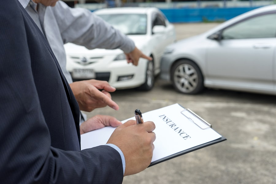 Verkehrsunfall : Wartepflicht auf Restwertangebot der gegnerischen Versicherung?