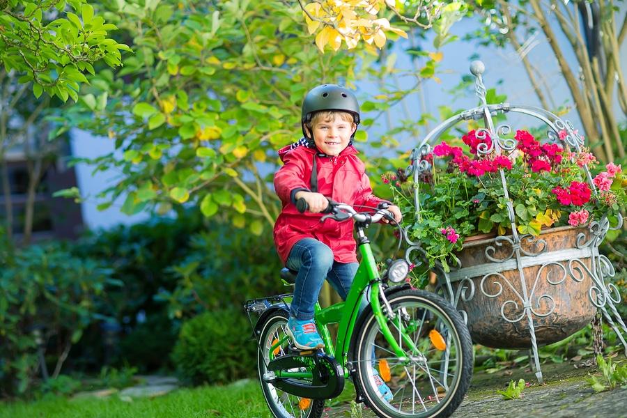 Fahrzeugbeschädigung durch 8 1/2jähries Kind bei Fahrradfahren auf Campingplatz – Haftung der Eltern