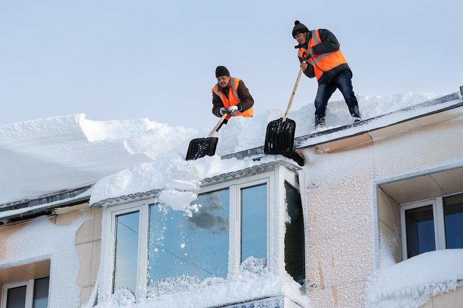 Verkehrssicherungspflicht: Haftung des Gebäudeeigentümers bei einer Dachlawine