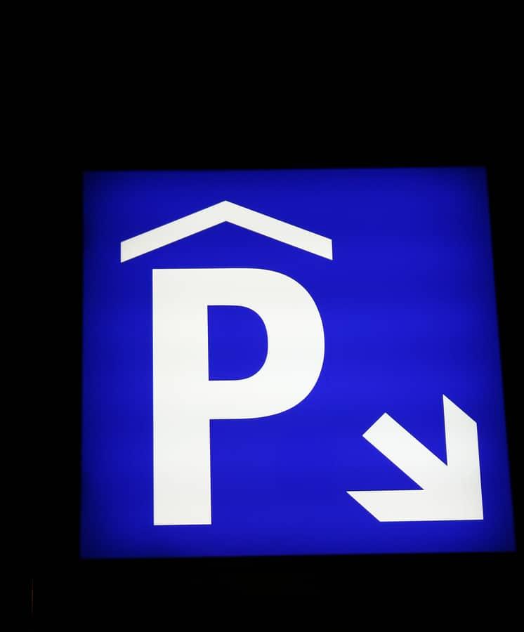 Verkehrssicherungspflicht des Parkhausbetreibers – Haftung bei Sturz eines Fußgängers