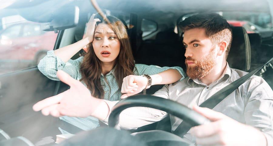 Beifahrer greift ins Lenkrad – Haftung bei Verkehrsunfall