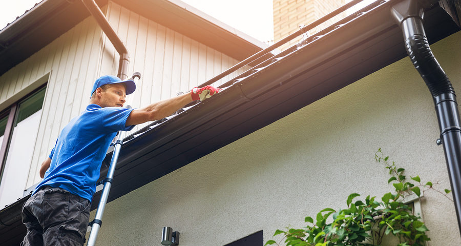 Dachrinne - Anspruch auf Beseitigung einer zum Nachbarhaus gehörenden Dachrinne