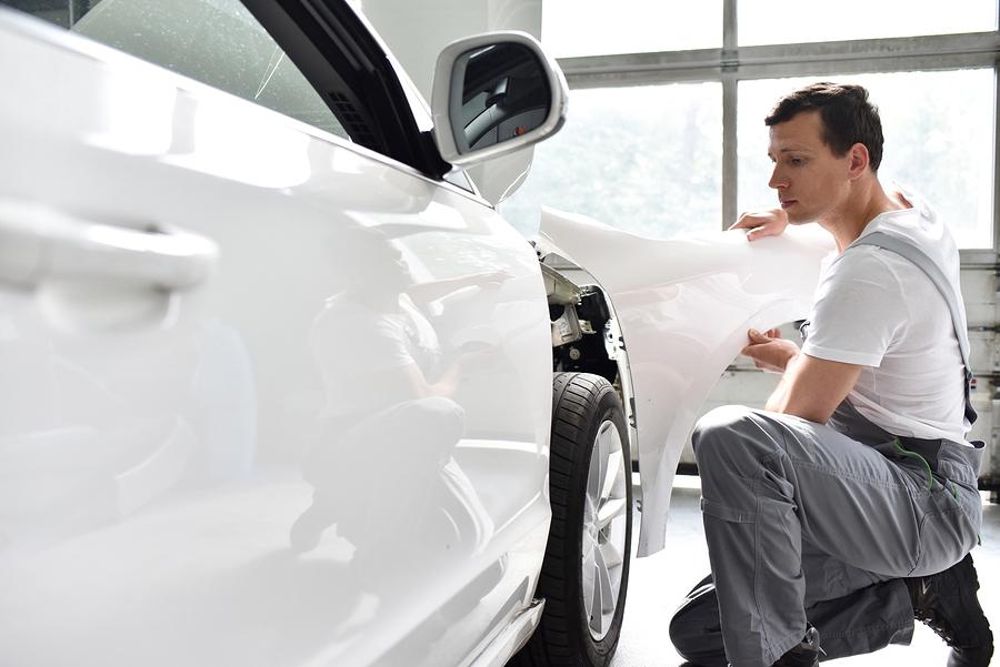 Verkehrsunfall: Unbrauchbarkeit eines Schadensgutachtens - nicht originales Zubehörteil