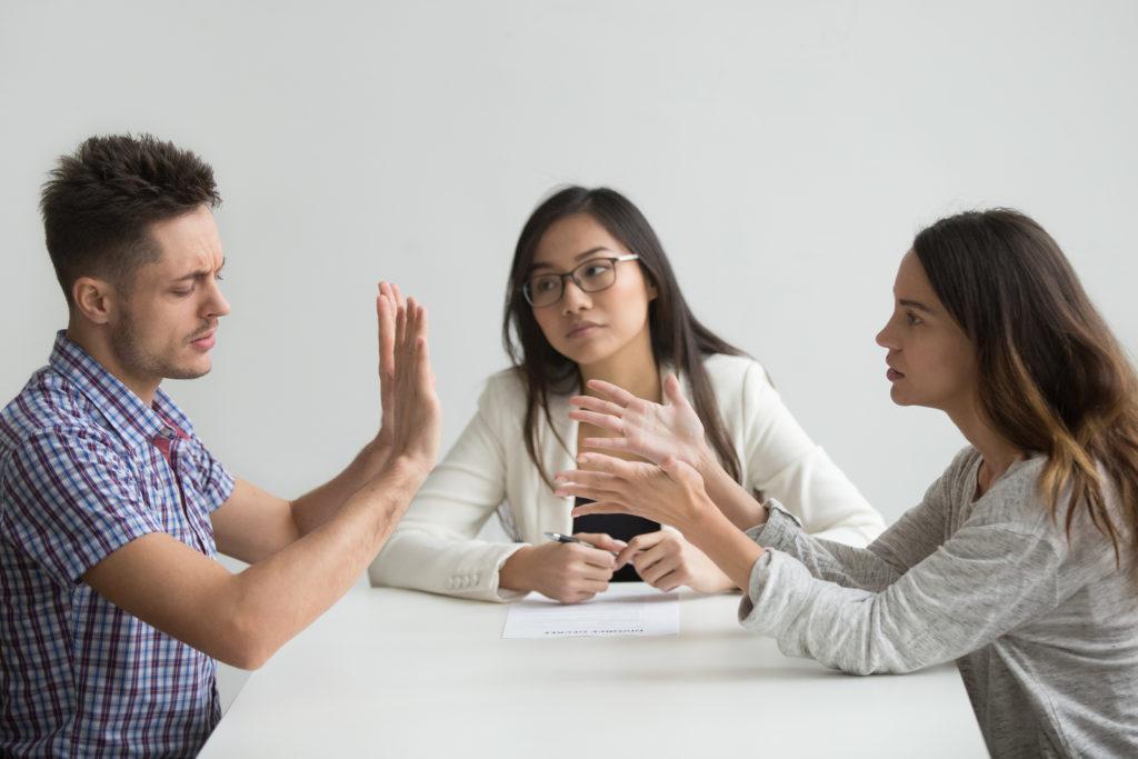 Getrennt lebender Ehegatten - treuwidrige Abhebung und Verwendung von Geldern