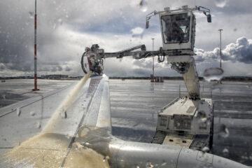 Ausgleichsleistungsanspruch bei Flugverzögerung – Enteisung eines Flugzeugs