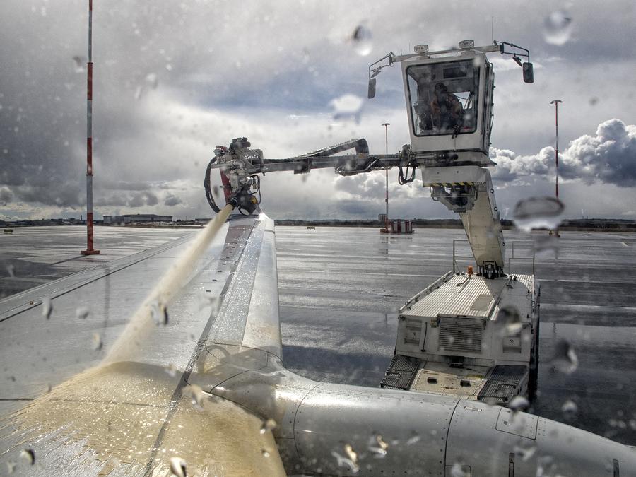 Ausgleichsleistungsanspruch bei Flugverzögerung - Enteisung eines Flugzeugs