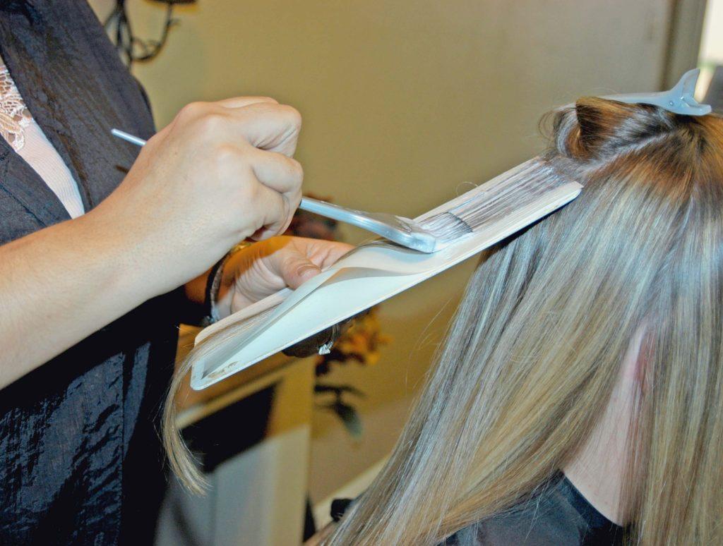 Missglückte Haarfärbung beim Friseur - Schadensersatz?