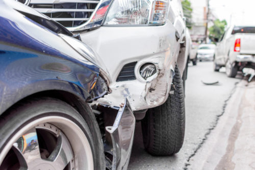 Verkehrsunfall - Kollision eines Linksabbiegers mit einem überholenden Fahrzeug