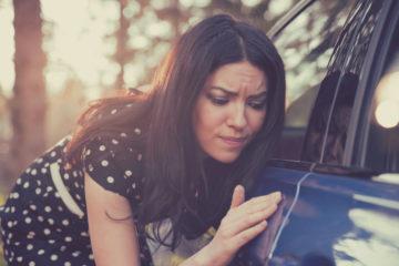 Verkehrsunfall – Verursachung eines Lackschadens durch Fahrzeugtür des Schädigerfahrzeugs