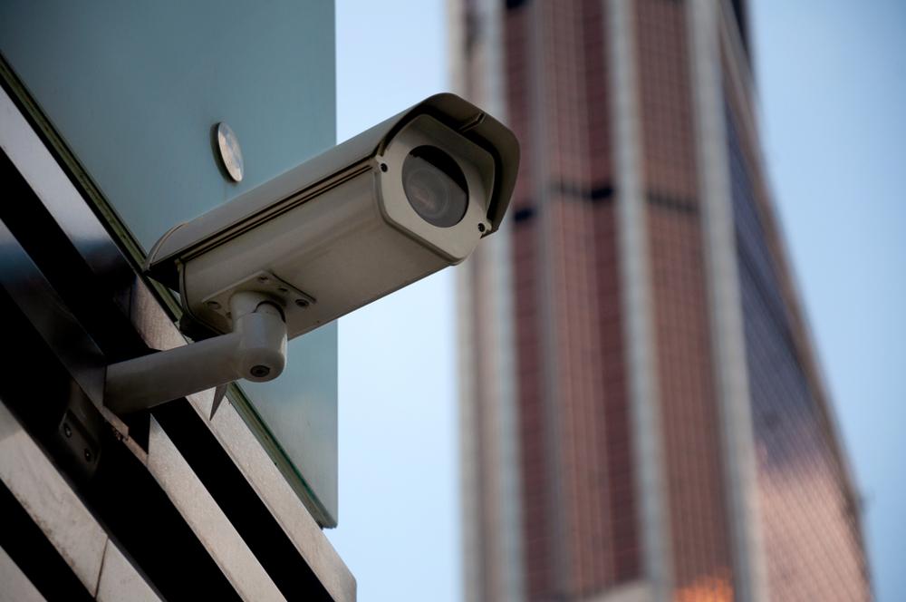 Kameraattrappe im Hauseingang und im Treppenhaus eines Mietshauses zulässig?