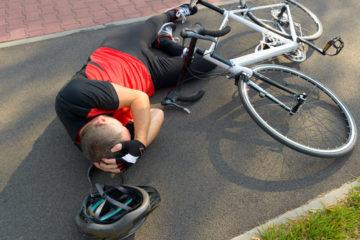 Radfahrerunfall – Kopfverletzungen infolge des Nichttragens eines Fahrradhelms