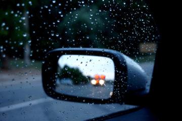 Verkehrsunfall bei Fahrstreifenwechsel wegen eines herannahenden Sonderrechtsfahrzeugs