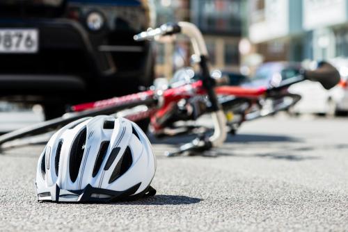 Verkehrsunfall - Mitverschulden eines den Gehweg in der falschen Richtung nutzenden Radfahrers