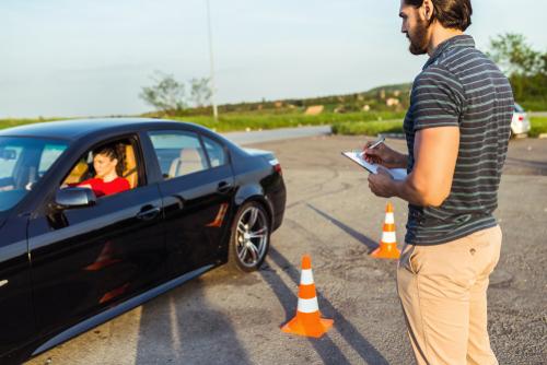 Verkehrsunfall - Nutzungsausfallentschädigung bei Beschädigung eines Fahrschulfahrzeugs