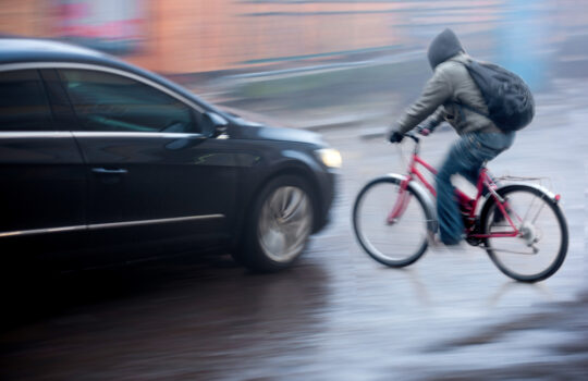 Verkehrsunfall – Abwägung der Verschuldensbeiträge zwischen Pkw- und Fahrradfahrer