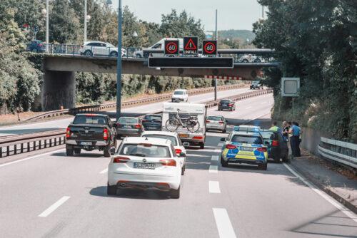 Verkehrsunfall bei nicht abgeschlossenem Spurwechsel auf der Autobahn