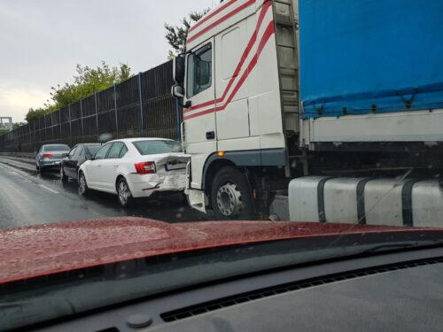 Auffahrunfall auf Autobahn bei Spurwechsel